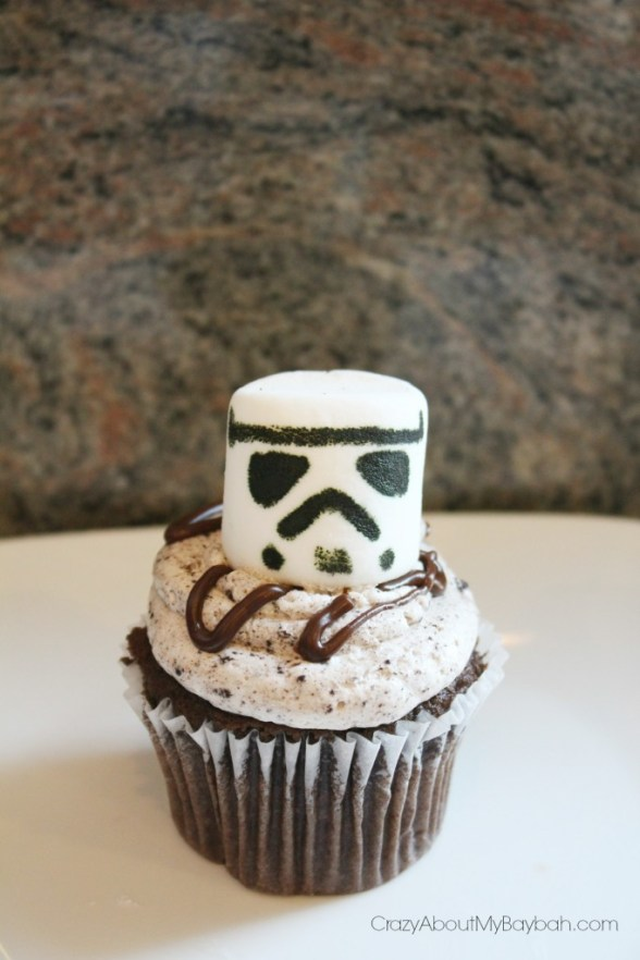 Easy Stormtrooper Cupcakes | Stormtrooper Cupcake Toppers