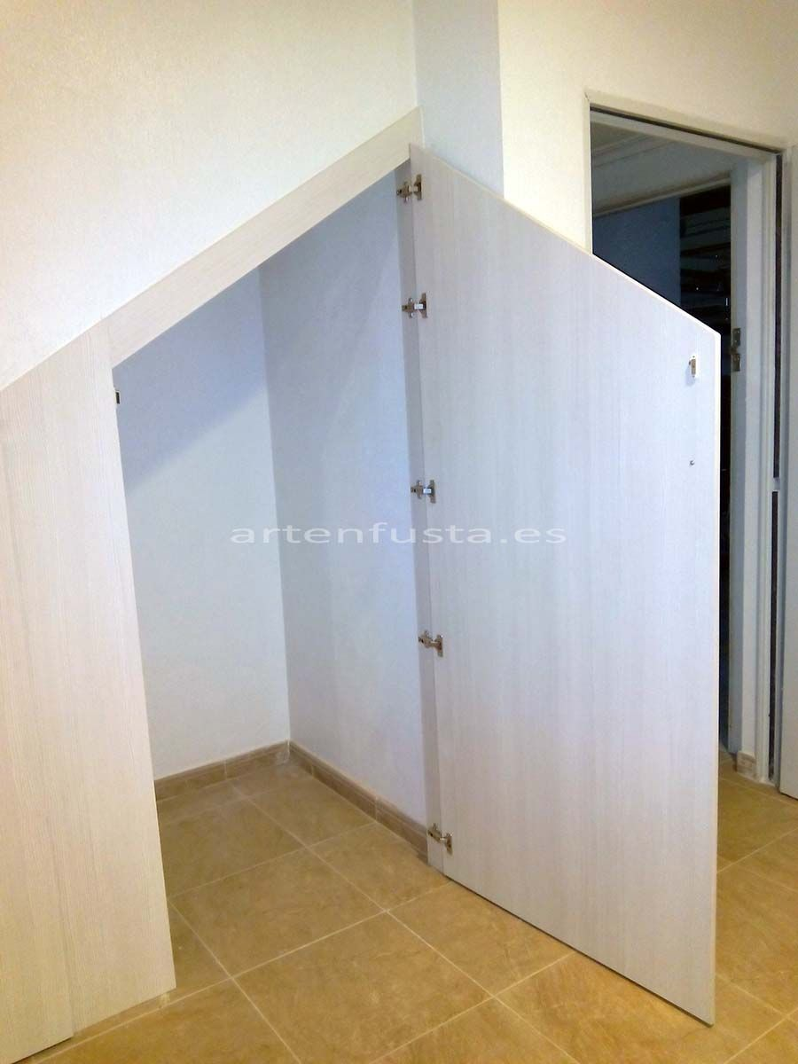 Puertas a medida de bajo de escalera elche alicante for Puertas a medida