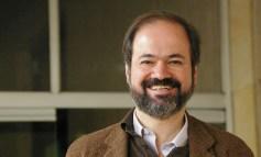 El cronista debe ser un mezclador de curiosidades: Juan Villoro