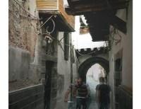 Art_For_Syria-AFS010-Layth_Karnit-Shadows_Of_Bab_Touma-web_letter
