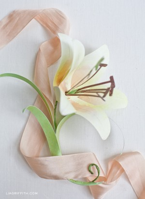 Make a paper Easter lily