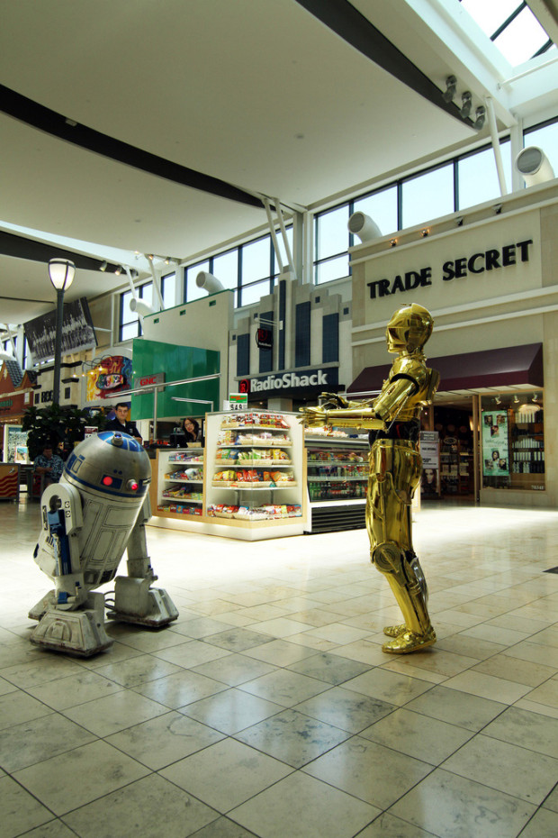 robots are coming to a mall near you! R2D2 and C3PO robots