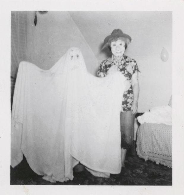 need glasses: Ghost costume