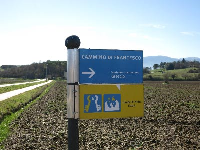 Ciclovia_della_Conca_Reatina_-_dietro_Colle_Aluffi_(cartello_Cammino_di_Francesco)