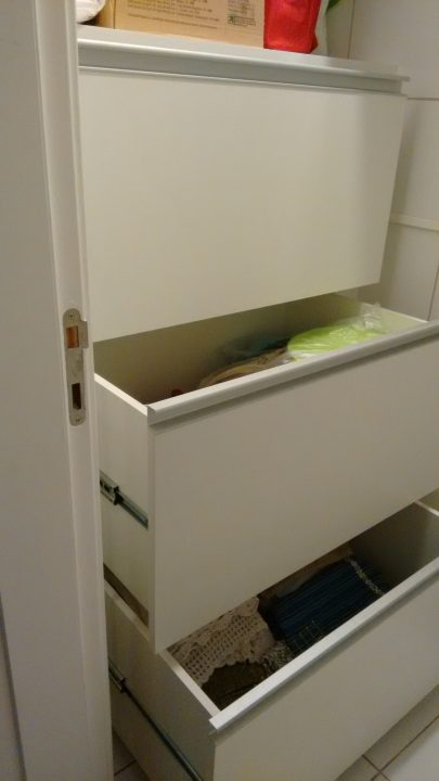 Armário com gavetas amplas