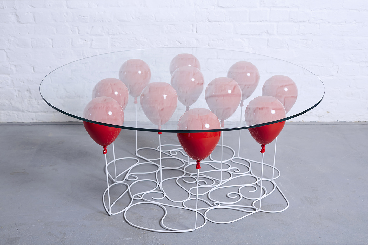 Still Life 3d Wallpaper Helium Balloons Hold The Table Art People Gallery
