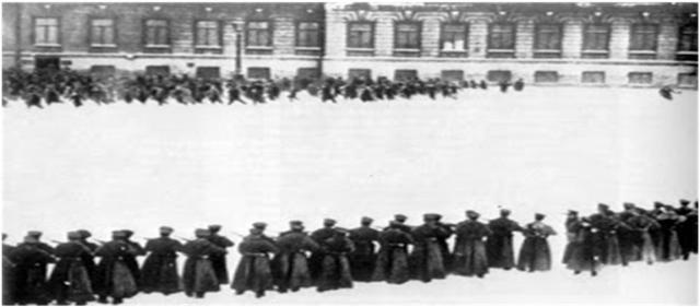 Ιανουάριο του 1905 μετά από μια ειρηνική απεργία η φρουρά των Χειμερινών Ανακτόρων σκοτώνει πάνω από 200 άμαχους εργάτες