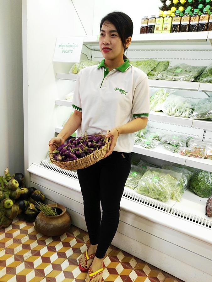 1_Ms-Seng-Sophea,-the-Khmer-Organic-Cooperative-shop-assistant - shop assistan