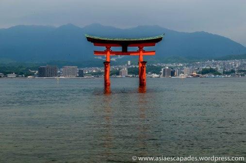 Miyajima: Itsukushima Shrine's Torii Gate