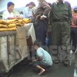 암시장을 배회하는 '꼬제비'라 불리는 부랑아 소년. '고난의 행군기'인 1998년 10월 강원도 원산시에서 촬영 안철(아시아프레스)