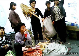 "Women at a street stall selling the ""artificial meat"". (Pyongsong, South Pyongan Province. September 2013) ASIAPRESS"