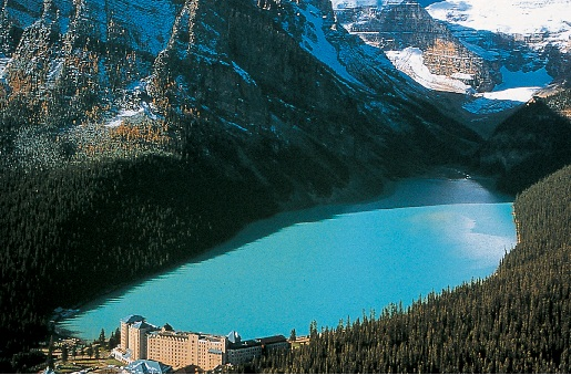 Alone Girl Wallpaper With Quotes 50 Incredible Pictures And Photos Of Lake Louise In
