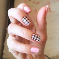 60+ Beautiful Gingham Style Nail Art Design Ideas