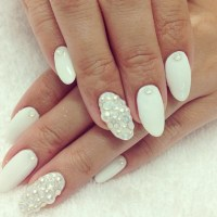 52 Most Adorable Pearls Nail Art Design