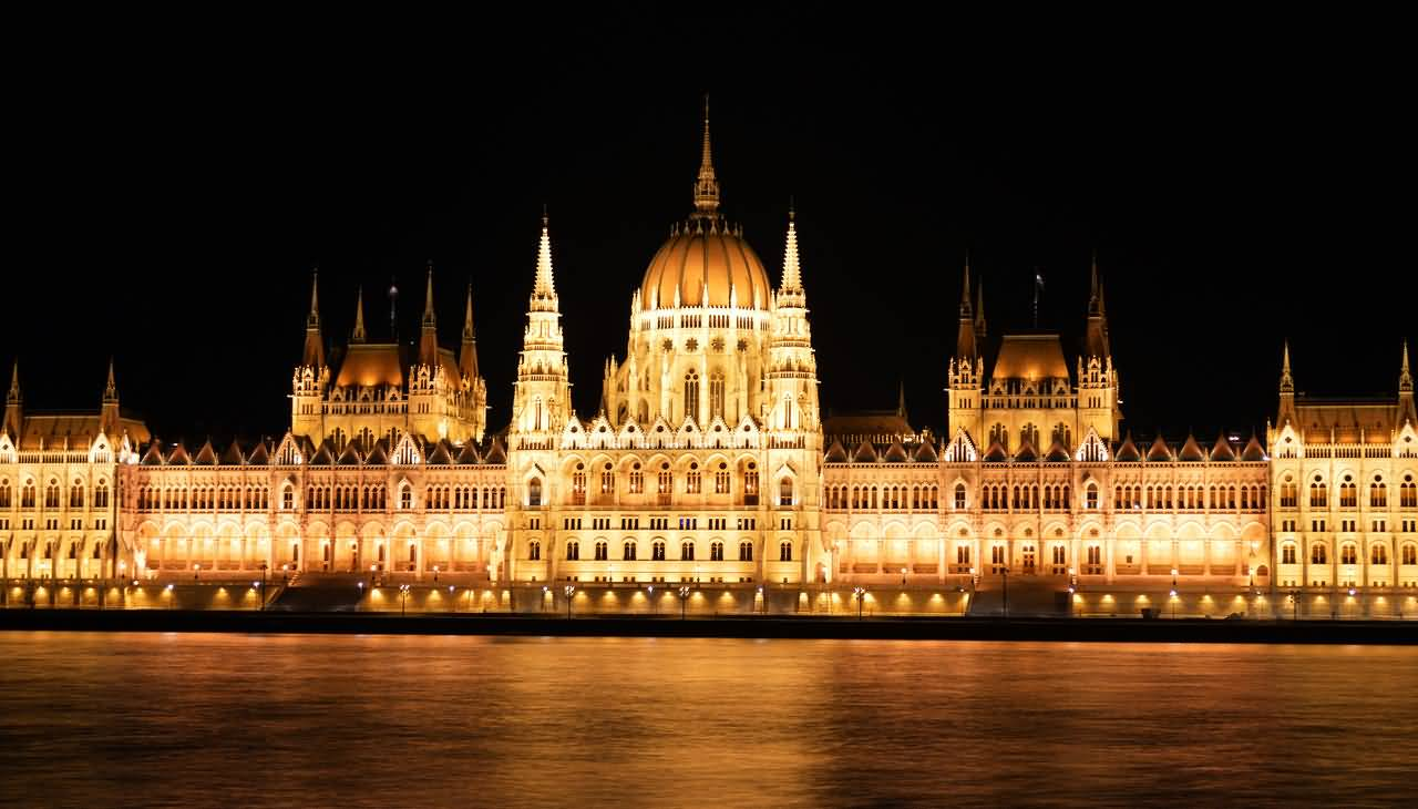 Lit Quotes Wallpaper Hungarian Parliament Building Lit Up At Night