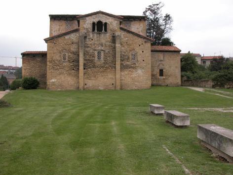 Oviedo_San Julian de Los Prados_Santullano_02
