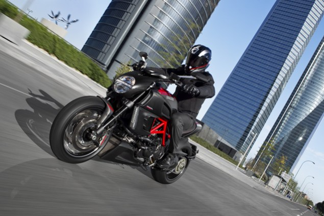 The Ducati Diavel Photo Gallery 2011 Ducati Diavel official 11 635x423