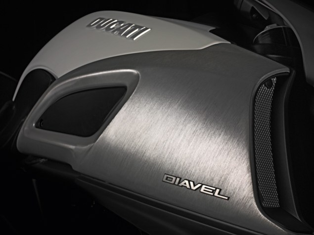The Ducati Diavel Photo Gallery 2011 Ducati Diavel official 4 635x475