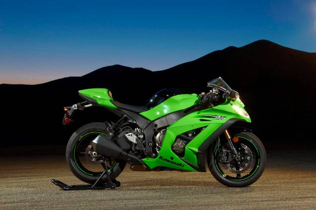 Kawasaki Releases More Information on the ZX 10Rs Technical Hold   Sales to Resume Late January 2011 Kawasaki Ninja ZX 10R2 635x423