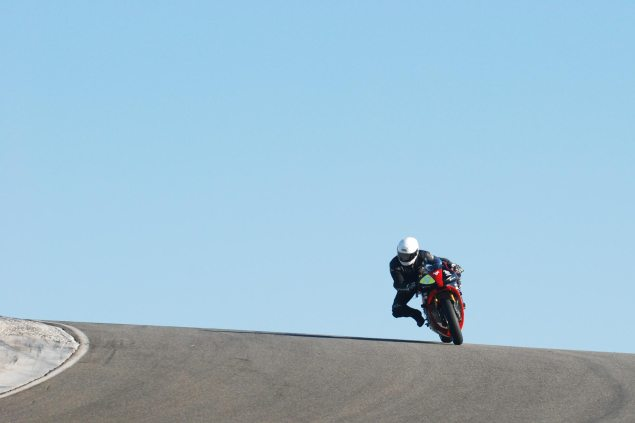 Spy Shots: Brammo Empulse RR Testing at Thunderhill Brammo Empulse Thunderhill Jan 2011 test 7 635x423
