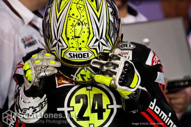 Photo of the Week: Hands of Perseverance  Toni Elias gloves