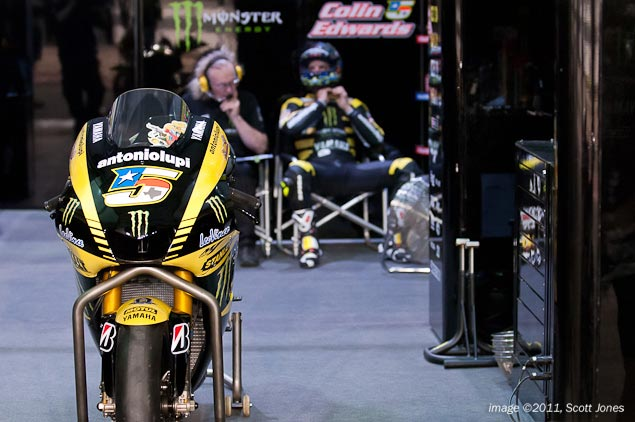 Colin Edwards Breaks Collarbone at Catalan GP Colin Edwards pits
