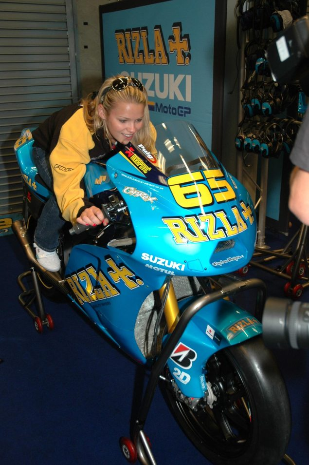 Elena Myers Will Lap the Rizla Suzuki GSV R at Indy GP Elena Myers Rizla Suzuki garage Valencia 635x954
