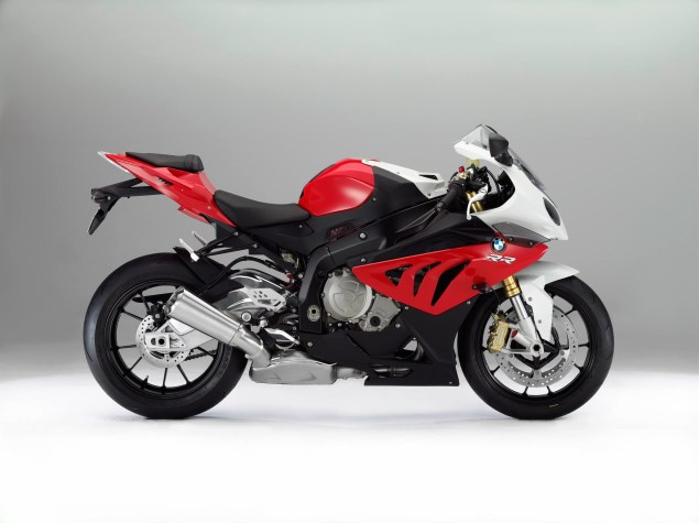 2012 BMW S1000RR   Tweaks Come to the Liter Bike King 2012 BMW S1000RR 23 635x475