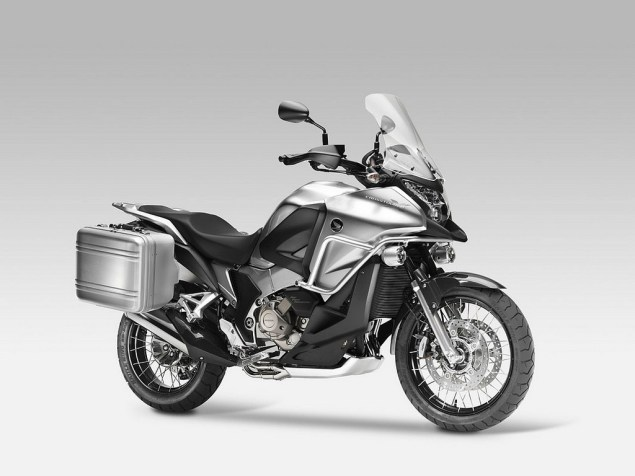 Honda Crosstourer Gets Green Lit for 2012 Honda Crosstourer 635x476