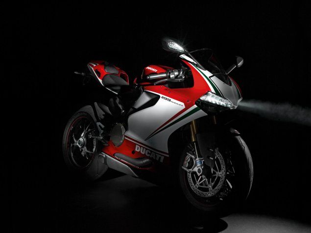 Ducati 1199 Panigale Says Checkmate to the Competition 2012 Ducati 1199 Panigale S Tricolore 635x475