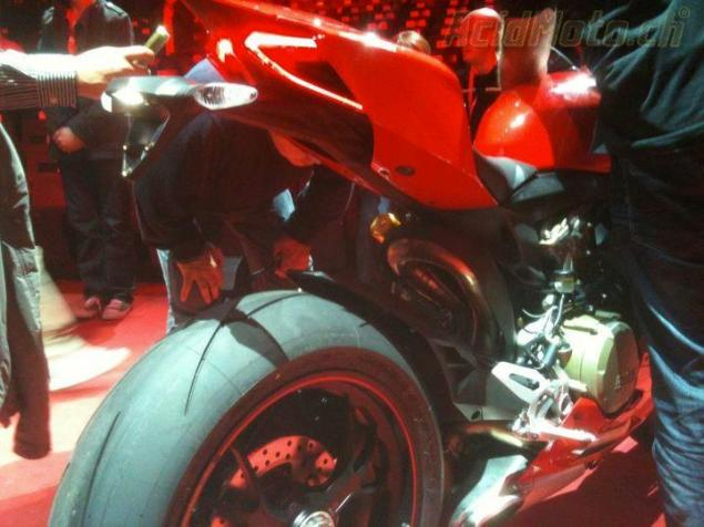Ducati 1199 Panigale Leaks Ahead of EICMA 2012 Ducati 1199 Panigale S leak 2 635x476