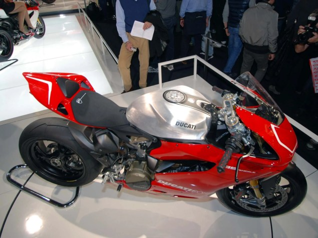 Up Close with the Ducati 1199 Panigale in Superstock Trim Ducati 1199 Panigale Supersport trim 22 635x476