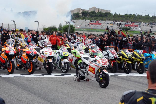 Photos: Marco Simoncelli Tribute Ride at Valencia Marco Simoncelli MotoGP tribute Valencia 5 635x425