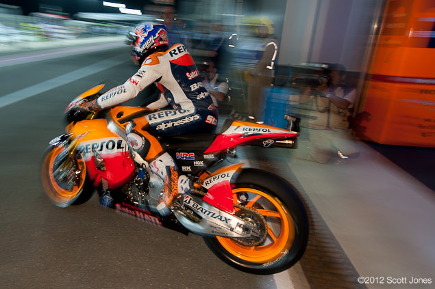 Casey Stoner Explains How to Slide a MotoGP Bike qatar gp 2012 scott jones Casey1
