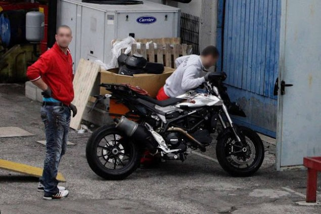 Are You the 2013 Ducati Hypermotard 848? 2013 Ducati Hypermotard 848 spy photo 635x423