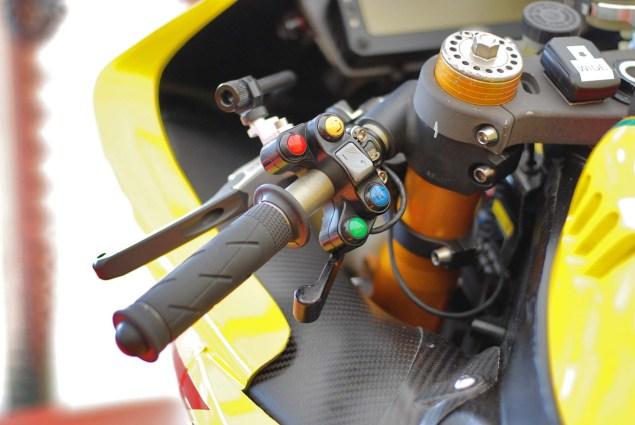 Up Close with Ian Hutchinsons Swan Yamaha R1 Superbike Ian Hutchinson Swan Yamaha R1 IOMTT 13 635x425