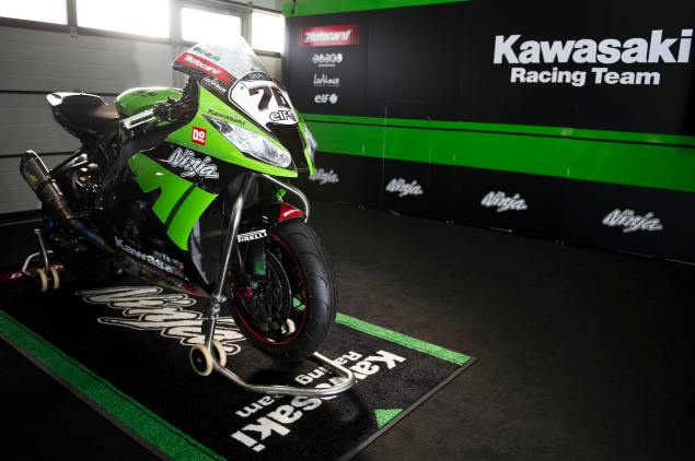 How Do You Make a Superbike Look Like a Street Bike? Kawasaki Racing ZX 10R WSBK Headlight 6 635x422