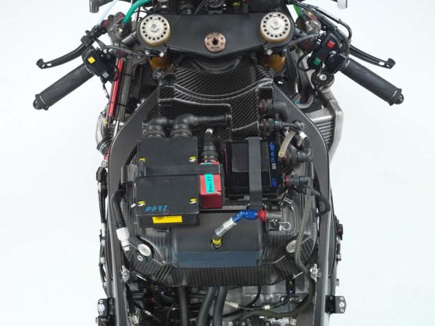 XXX: Valentino Rossis 2006 Yamaha YZR M1 Valentino Rossi 2006 Yamaha YZR M1 hi res 17 635x476