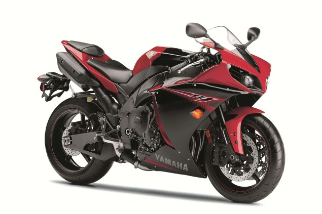 New Colors Only for the 2013 Yamaha YZF R1 2013 Yamaha YZF R1 34 635x423