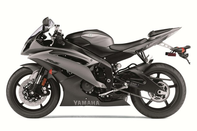 And Here is the 2013 Yamaha YZF R6... 2013 Yamaha YZF R6 42 635x423