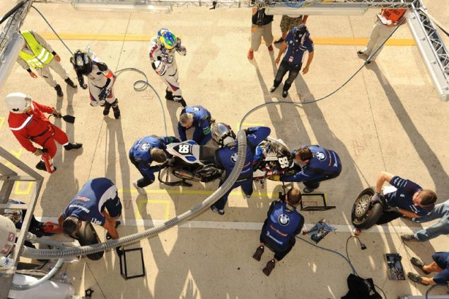 Oh, So This is What a Motorcycle Pitstop Looks Like? BMW Motorrad France Thevant EWC Le Mans 635x422