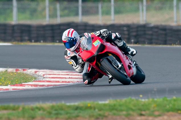 MotoCzysz E1pc vs. Ducati 1199 Panigale S MotoCzysz E1pc test PIR 01 635x421