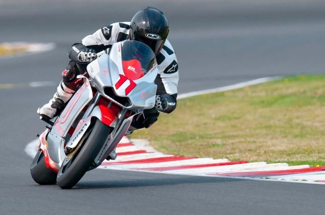 MotoCzysz E1pc vs. Ducati 1199 Panigale S MotoCzysz E1pc test PIR 04 635x421