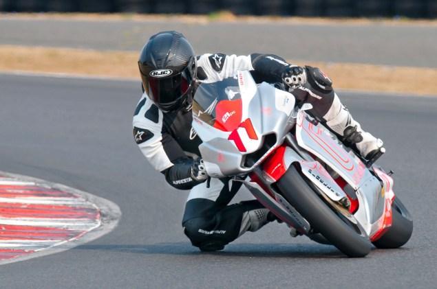 MotoCzysz E1pc vs. Ducati 1199 Panigale S MotoCzysz E1pc test PIR 06 635x421