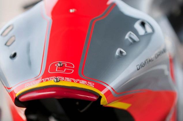 MotoCzysz E1pc vs. Ducati 1199 Panigale S MotoCzysz E1pc test PIR 09 635x421