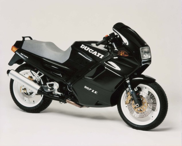 A Quarter Century of Ducati Superbikes in Photos 1990 Ducati Superbike 907ie 635x512