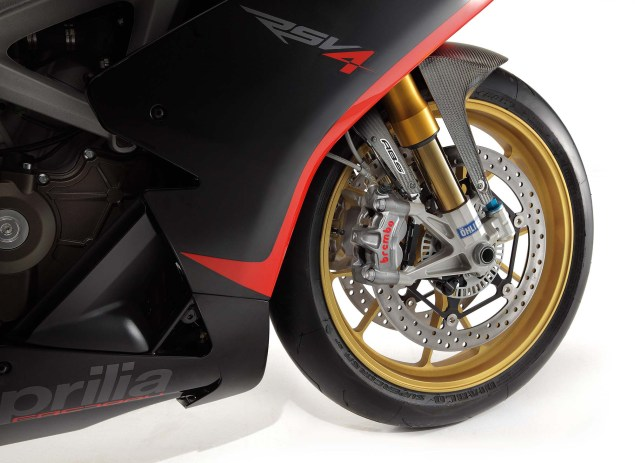 Photos: The 2013 Aprilia RSV4 R ABS in Matte Black Hi Res 2013 Aprilia RSV Factory ABS 02 635x463