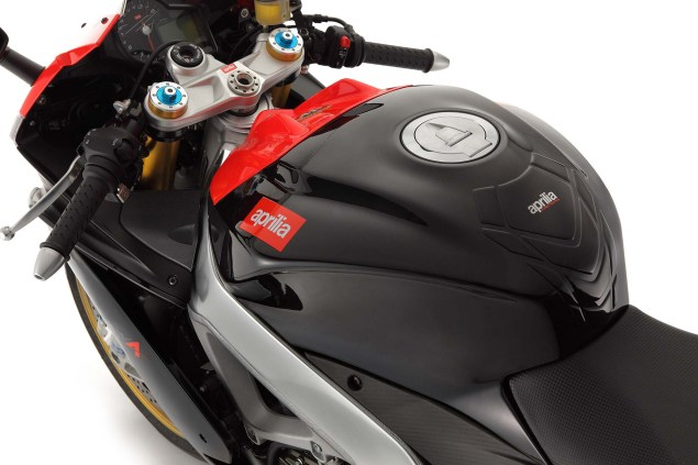 Photos: The 2013 Aprilia RSV4 R ABS in Matte Black Hi Res 2013 Aprilia RSV Factory ABS 04 635x423