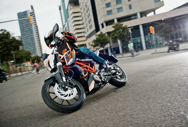 More High Res Photos of the KTM 390 Duke 2013 KTM 390 Duke high resolution 02 635x430