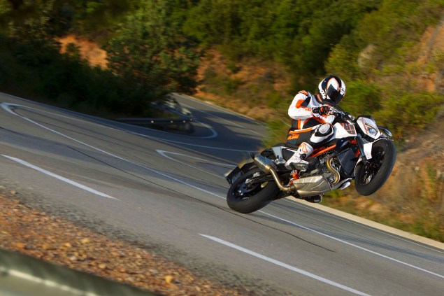 2013 KTM 690 Duke R   Please Come to America 2013 KTM 690 Duke action 03 635x423
